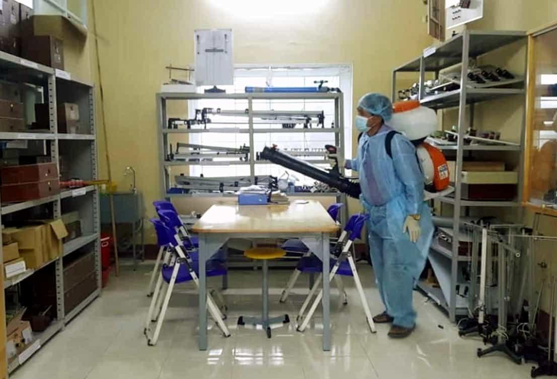 Văn phòng làm việc phun thuốc khử trùng